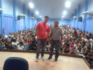 Eudóxio Santos, diretor de base da proview (à direita) e o servidor do Sine (à esquerda) iniciando os encaminhamentos para emprego/Arquivo pessoal