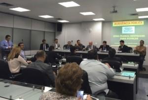 Encontro acontece no miniplenário Cônego de Azevedo, na Assembleia Legislativa do Amazonas (Saadya Jazine)