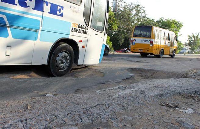 Buracos-conta-Distrito-Industrial-Manaus_ACRIMA20120321_0032_18