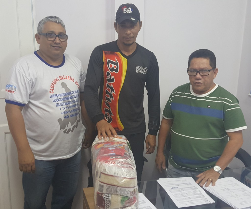 Trabalhadores sorteados no programa A Verdade do Trabalhador recebem brindes